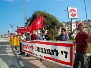 """מפגינים נגד ישראל, תומכים באסד. מק""""י (צילום אילוסטרציה: אל-איתיחאד)"""