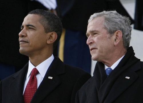 """הנשיאים בוש ואובמה. הנזק בכל הנוגע לשקר בדבר """"הטעות של בוש"""" נטוע בתירוץ של אובמה לא לעשות דבר בנושא הסורי או האירני."""